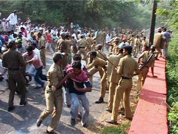 Police LathiCharge@Hirakud